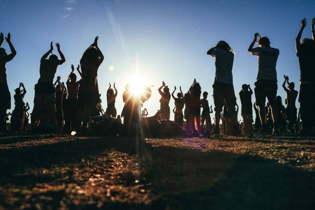pratique spirituelle de groupe pour réveiller la kundalini